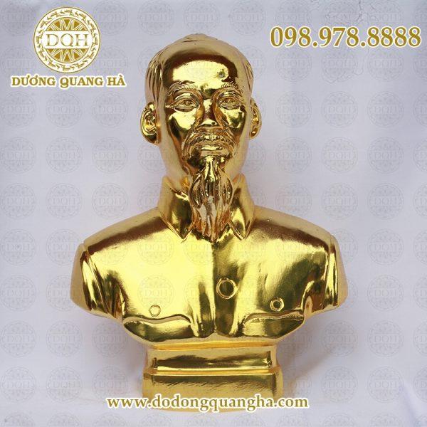 Đồ đồng mạ thiếp vàng tại Quang hà được chế tác tinh xảo từ bàn tay của nghệ nhân.