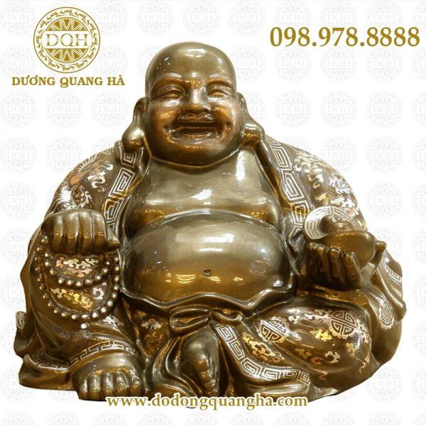 Bày tượng Phật Di Lặc ở bàn làm việc giúp giảm bớt căng thẳng và tranh cãi với đồng nghiệp.