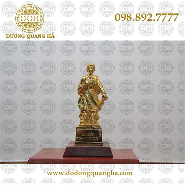 tượng đồng Trần Hưng Đạo mạ vàng