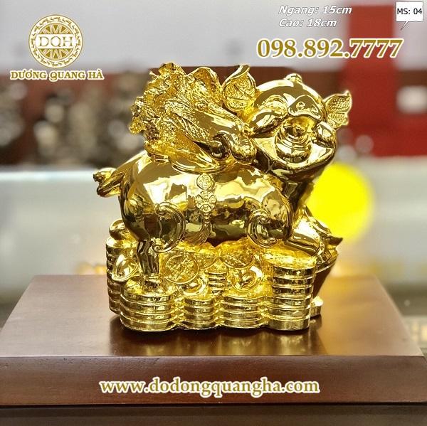 Tượng heo bằng đồng mạ vàng là một trong những món quà tặng, vật phẩm phong thủy tuyệt vời cho gia đình, bạn bè, đồng nghiệp