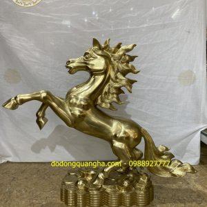 Tượng Ngựa chất liệu đồng vàng cát tút