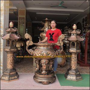 Lư hương và đôi đèn thờ bằng đồng