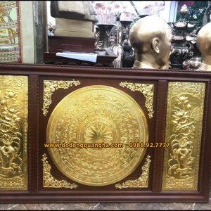 Tranh mặt trống đồng và hoa sen mạ dát vàng 9999