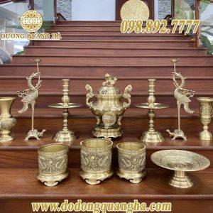 Bộ đồ thờ cúng bằng đồng vàng cát tút đầy đủ trên ban thờ