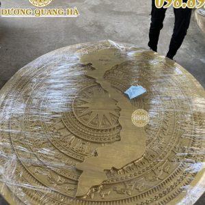 Mặt trống bằng đồng có hình bản đồ đúc nổi
