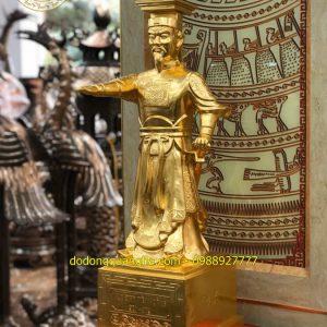Tượng Vua Đinh Tiên Hoàng bằng đồng dát vàng 9999
