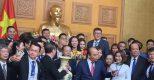 Đồ đồng Dương Quang Hà vinh dự nhận bằng khen của Thủ tướng Chính phủ trong buổi gặp mặt đoàn đại biểu Hội Doanh nghiệp nhỏ và vừa