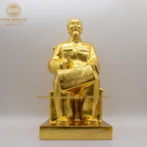 Tượng đồng Bác Hồ ngồi ghế mây dát vàng 9999 cao 50cm