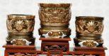 Nên chọn bộ thờ cúng bằng đồng, bằng gỗ hay bằng sứ cho ban thờ gia tiên
