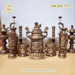 Các bộ thờ bằng đồng được khách ưa dùng