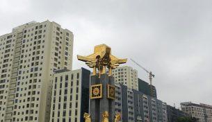 Chiêm ngưỡng Tượng Đài mạ vàng 24K tại thành phố Bắc Ninh