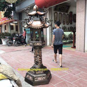 Đôi đèn thờ bằng đồng để ngoài trời cao 2,2m