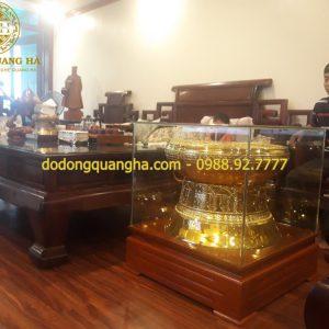 Quả trống đồng mạ vàng 24k trưng bày phòng khách