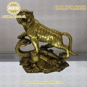 Hổ đúc bằng đồng vàng