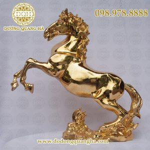 Ngựa mạ vàng