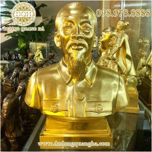 Tượng Bác Hồ bán thân dát vàng 9999