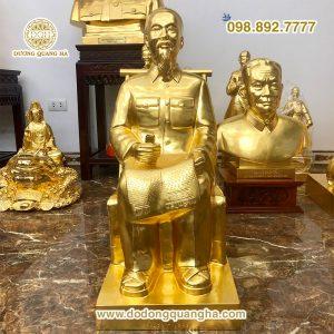 Tượng đồng Bác Hồ ngồi ghế mây dát vàng 9999