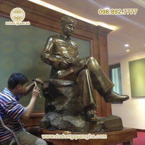 Tượng đồng Đại Tướng Nguyễn Chí Thanh