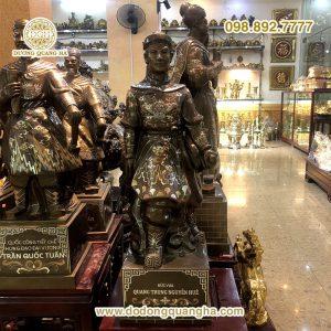Tượng đồng vua Quang Trung