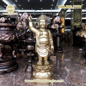 Tượng Phật đản sinh bằng đồng