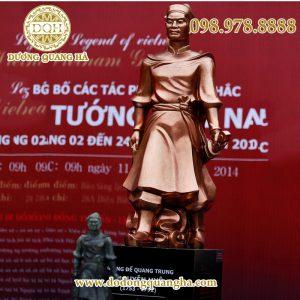 Tượng vua Quang Trung Nguyễn Huệ đồng đỏ làm màu