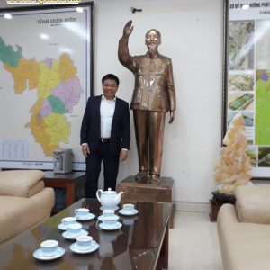 Tượng đồng Bác Hồ vẫy tay chào – bàn giao tại Tỉnh Ủy Điện Biên